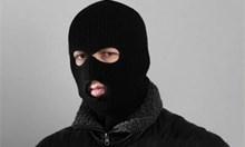 Двама бандити ограбили самотен дядо