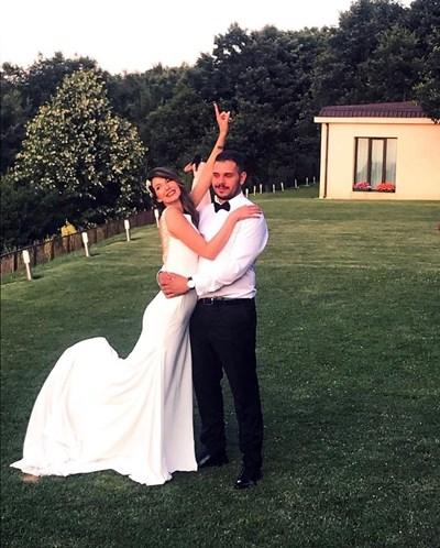 Дария и Александър се врекоха във вярност в събота - 6 юли, на пищна церемония. СНИМКИ: ЛИЧЕН АРХИВ