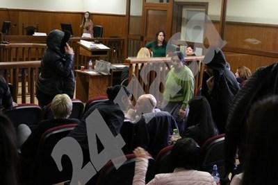 Роднини на задържаните в съда СНИМКА: Благой Кирилов, архив