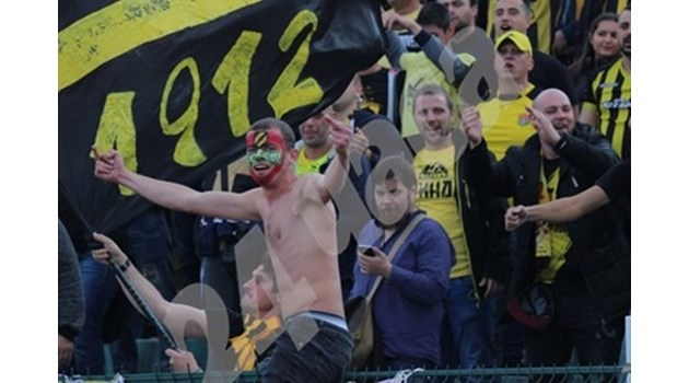 Задържаха за 72 часа пловдивчанин, пребил възрастен мъж преди мача в София снощи