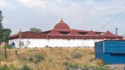 Един от сватбените салони в  Столипиново,  изолиран далече от квартала. СНИМКА: Радко Паунов