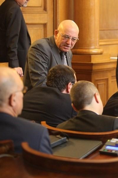 Емил Димитров, известен и като Ревизоро, е новото име на ВМРО за министър на екологията.