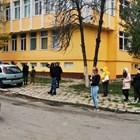 Дълга опашка от хора със симптоми на коронавирус се изви още сутринта вчера пред ковид зоната на 12-о ДКЦ в София.