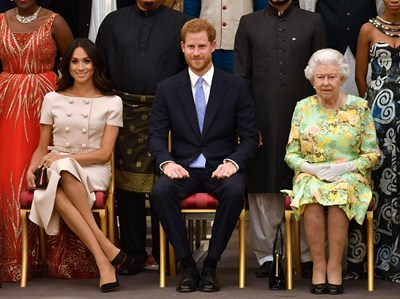 Принц Хари и Меган с кралица Елизабет Втора на прием в Бъкингам през 2018 г. СНИМКА: РОЙТЕРС