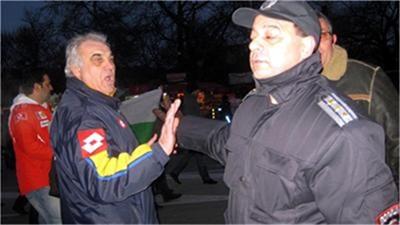 Иван Петров на протестите срещу скъпия ток. Снимка Днес+