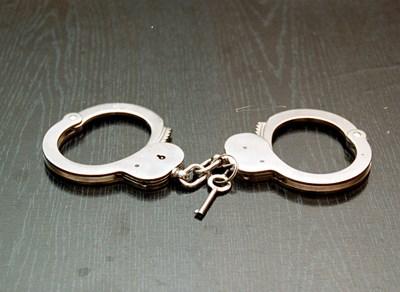 Месец след като арестуваха мъж с незаконни цигари, задържаха и брат му за същото