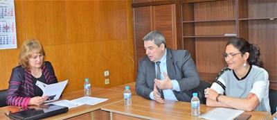 Областният управител проф.Любомира Попова събра отговорните институции за решаване на проблема