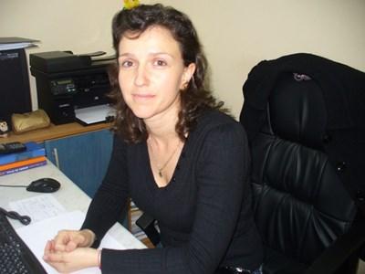 """Гергана Дечева отговаря за дуалното обучение в казанлъшката фирма """"М+С хидравлик"""". Снимка: Авторът"""