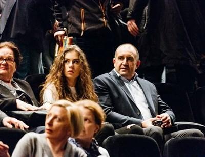 Румен Радев с дъщеря си Дарина СНИМКА: ОРЛИН ГОРЯНОВ, НДК