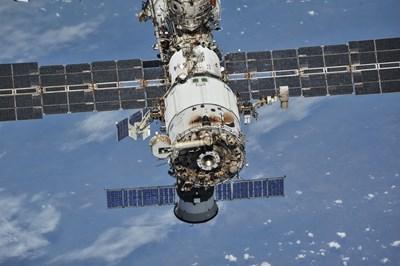 Руски модул се скчи с Международната космическа станция за последно преди 11 години. СНИМКА: РОЙТЕРС