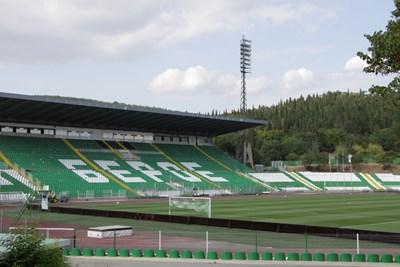 """В Стара Загора се надяват скоро феновете пак да напълнят стадиона под Аязмото, на който играе мачовете си """"Берое"""" СНИМКА: Ваньо Стоилов"""