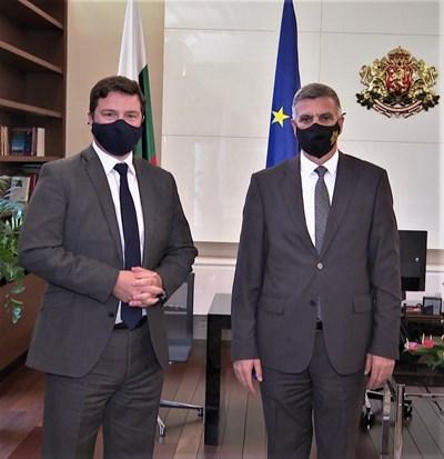 Министър-председателят Стефан Янев и посланикът на Великобритания Роб Диксън