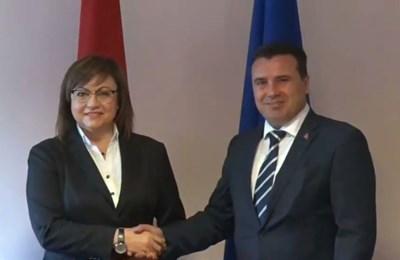 Лидерката на БСП Корнелия Нинова разговаря с премиера на Република Северна Македония Зоран Заев.