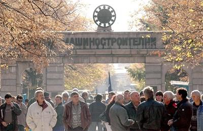 Работниците от ВМЗ протестират от няколко месеца заради неплатени заплати. СНИМКА: Наташа Манева