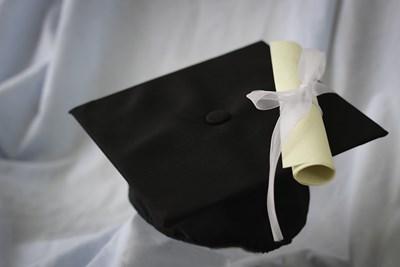 Безработицата, несигурността и липсата на механизъм за реализация тласка голяма част от гърците с диплома в ръка да напускат родината СНИМКА: Pixabay