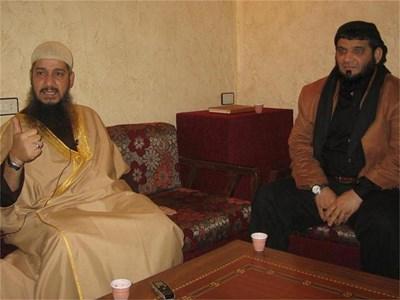 Шейх Абу Шариф (вляво) с Хайсам Абделкарим ал Саади.