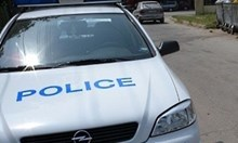 """Циганин с 5 присъди разби с брадва колата на курсанти след """"гонка"""" по подбалканския път"""