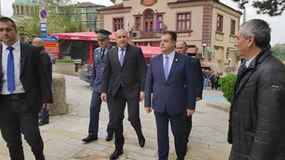 Президентът е във Велико Търново по повод честванията за 140 г. от приемането на Търновската конституция. Той бе гост на тържествено заседание на Конституционния съд. Снимка ДИМА МАКСИМОВА