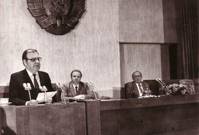10 ноември 1989 г. Има опасност да се пролее кръв, плаши Георги Джагаров