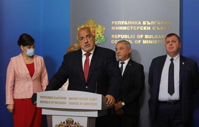 Бойко Борисов, Валери Симеонов и Красимир Каракачанов трябва да обявят рокадите в кабинета в четвъртък.