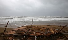 Две са вече жертвите на урагана в централната част на Гърция (Снимки, видео)
