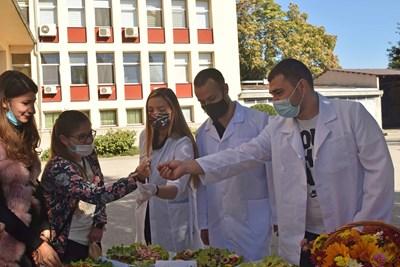 Студентите от УХТ представиха щанд със свои месни деликатеси.
