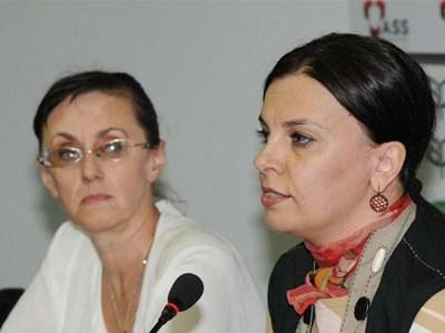 Мирослава Тодорова заедно с колежката Нели Куцкова на брифинг след решението на ВСС да я уволни.