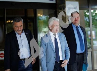 Тримата патриоти излизат от централата на ГЕРБ през май миналата година - дни, преди да бъде подписана коалицията, която сега така трудно опазват. СНИМКА: 24 часа