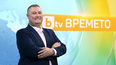 Борислав Лазаров представя прогнозата по Би Ти Ви от месец.  СНИМКА: БИ ТИ ВИ