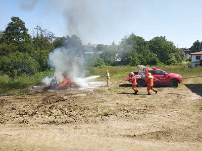 Наши и турски огнеборци участваха  в съвместно учение за справяне с горски пожар в района на Царево.