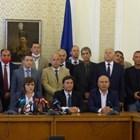 Соцлидерката Корнелия Нинова даде брифинг след провала на заседанието си вчера в компанията на част от верните си депутати.