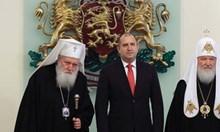 Мълчанието не винаги е злато. А когато мълчи българският президент, позволявайки публично да унижават народа му, е опасно