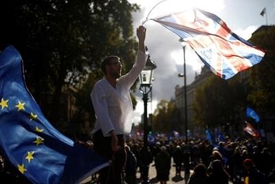 Десетки хиляди протестираха днес в Лондон срещу Брекзит Снимка: Ройтерс