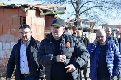 Иван Гешев (в средата) с министъра на вътрешните работи Младен Маринов и главния секретар Ивайло Иванов, които трябва да организират проверката на заменките.  СНИМКА: ЙОРДАН СИМЕОНОВ