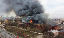 Пожар във фабрика от 19 в. в центъра на Санкт Петербург