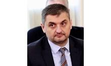 Кирил Добрев: Вместо да се възмущават от МВР, хората измислят вицове като при Тато - значи положението е зле