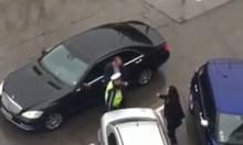 Напрежение около мерцедеса на Десислава Радева на улицата, столичанин снима разправия между КАТ и НСО, службите не коментират