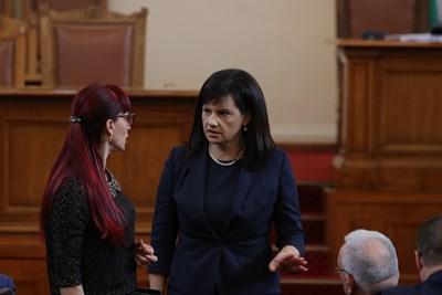Председателката на здравната комисия Даниела Дариткова успокои, че завърналите се от страни с коронавирус имат право на болнични. СНИМКА: Николай Литов