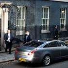 Борис Джонсън и Доминик Къмингс (на заден план) Снимка: Ройтерс