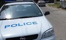 Издирват мъж, ранил жена си с нож в пазарджишко село