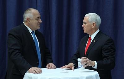 Бойко Борисов разговаря току-що с вицепрезидента на САЩ Майкъл Пенс. СНИМКА: Министерски Съвет