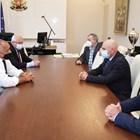 Борисов: Лесно е да затворим, но системите няма да издържат (Обзор)