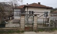 36-годишният Стоян от Варненско удушил, а след това увил жена си в чаршаф и я заровил. Изкопал дупка в двора им