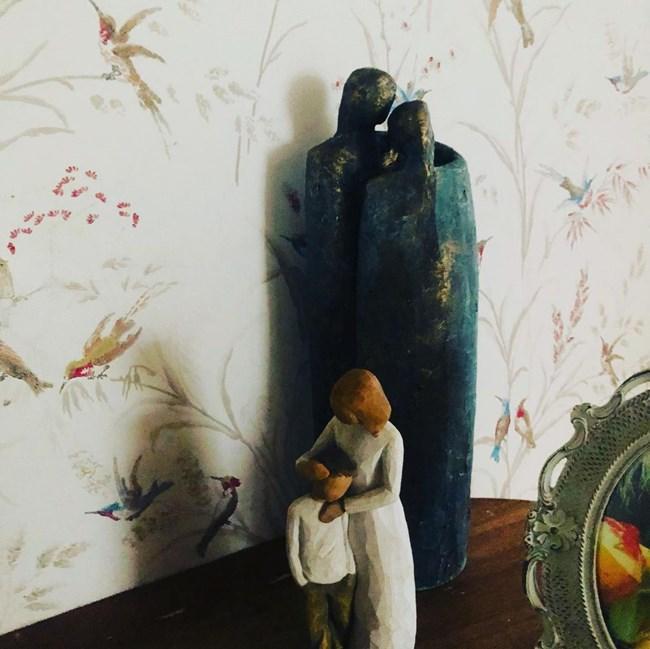 Подаръкът от кумата на Игнатова е на видно място в дома й