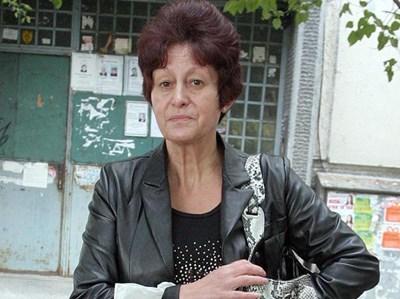 """Мария Хранова, майка на Севиля, пред блока им в """"Люлин""""  СНИМКИ: АНДРЕЙ БЕЛОКОНСКИ"""