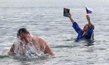 На Кръщение Господне руският президент Путин се потопи в ледени води