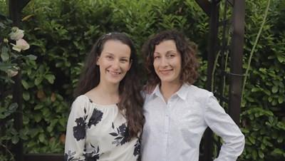 Росица Паунова-Длъгнекова и сестра и? Ина Абаджиева са създателките на първия шоколад с розово масло в България.