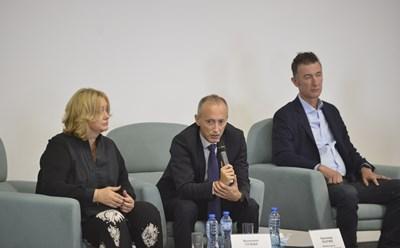"""Венелина Гочева, министър Красимир Вълчев и Радослав Златков от VIVACOM дадоха начало на обсъждания на """"Образование 4.0"""""""