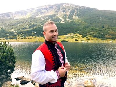 """Валентин Велчев в клипа към песента си """"Благословен"""""""
