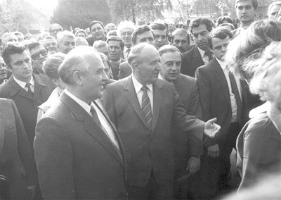 Първото посещение на Горбачов в България като генерален секретар на ЦК на КПСС. Започват да се опознават с Живков